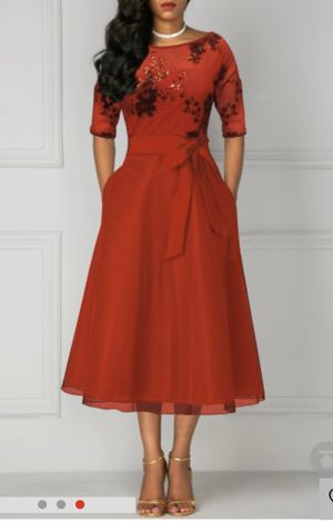 Beautiful and elegant Red Dress SIZE M for Sale in Bakersfield, CA