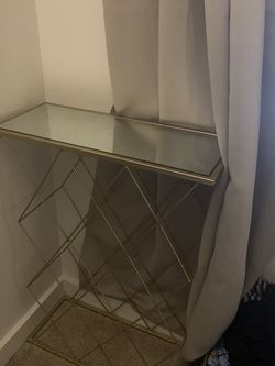 Small Gold Mirror Side Table for Sale in Shoreline,  WA