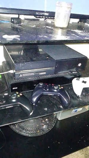 Xbox one w/ 3 controllers, modern warfare, gta, NBA 2k21 and turtle Beach headset for Sale in La Plata, MD