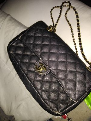 Black quilted bag.. price negotiable make offer for Sale in Pinellas Park, FL