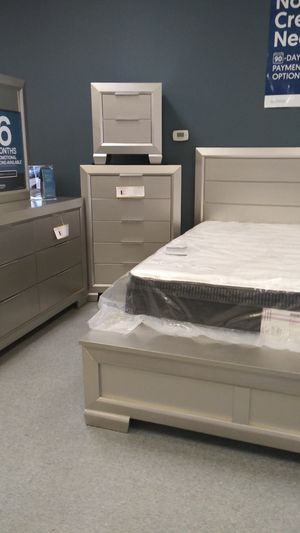 Silver queen 5 piece bedrooms sets mattress not included 50 down same-day delivery available for Sale in Columbus, OH