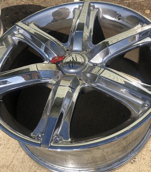 Rims with locking nuts and key for Sale in Brea, CA