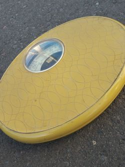 Vintage Yellow Borg Bathroom Scale for Sale in Phoenix,  AZ