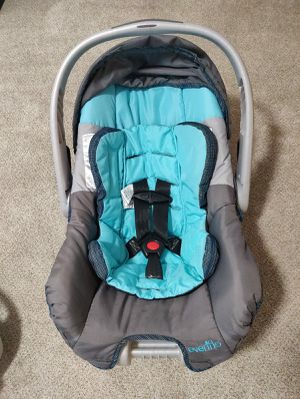 Evenflo car seat in good condition normal wear and tear for Sale in Meriden, CT
