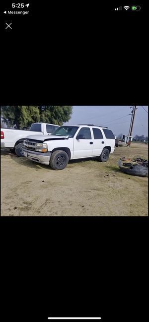 Parting out 03 Chevy Tahoe for Sale in Kingsburg, CA