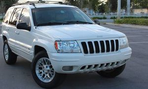 Excellent 2OO4 Jeep Grand Cherokee 4WDWheels for Sale in New Orleans, LA