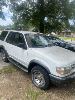 Ford Explorer 1999 good on gas has a small transmission leak radio went out but a easy fix I'm asking for 3000 or best offer for Sale in Fort Valley, GA