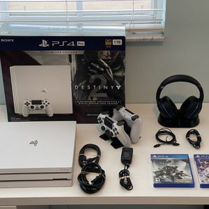 PS4 Pro Glacier White with Lots Of Extras. for Sale in Hialeah, FL