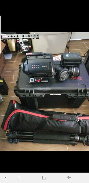 Blackmagic Design URSA Mini EF 4K 2 batts Case 512gb cfast tripods & monitor for Sale in Tampa, FL