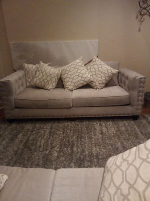 Tufted Grey Sofa Set complet with 12 contrasted pillows and button work for Sale in Murphy, TX