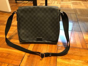 Lv messenger bag for Sale in Washington, DC