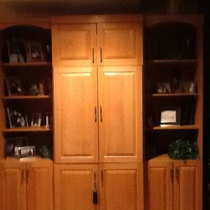 Bookshelves with center cabinet for Sale in Lynnfield, MA