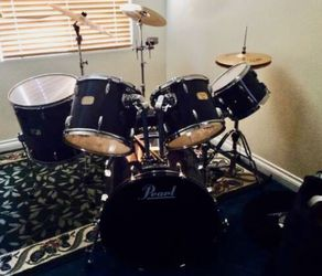 Pearl 5 Piece Drum set W/ 3 Symbols And Cowbell Included for Sale in Las Vegas,  NV