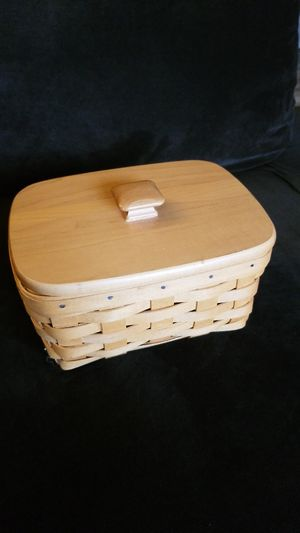 Longaberger basket with lid and original plastic liner for Sale in Tigard, OR