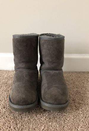 Grey ugg boots sz 8 womens for Sale in Vienna, VA