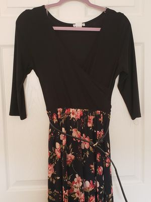 Yellow Star black and floral dress - size Medium for Sale in Las Vegas, NV