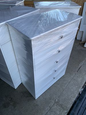 Dresser 5 Drawer new for Sale in Los Angeles, CA