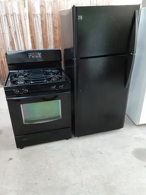 Combo refrigerator and stove black for Sale in Lynwood, CA