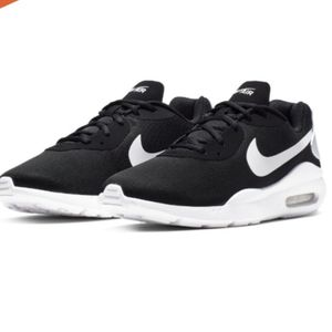 Nike authentic air max men's 9.5 new for Sale in Lynwood, CA