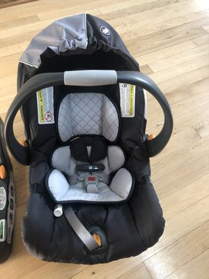 Chicco Keyfit 30 Car Seat-Regatta for Sale in Chicago, IL