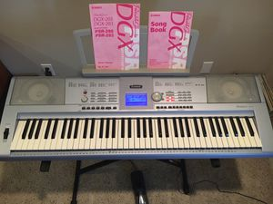 Yamaha DGX-203 keyboard for Sale in Grants Pass, OR