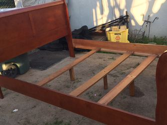 Queen Bed frame in Good Condition for Sale in Fresno,  CA
