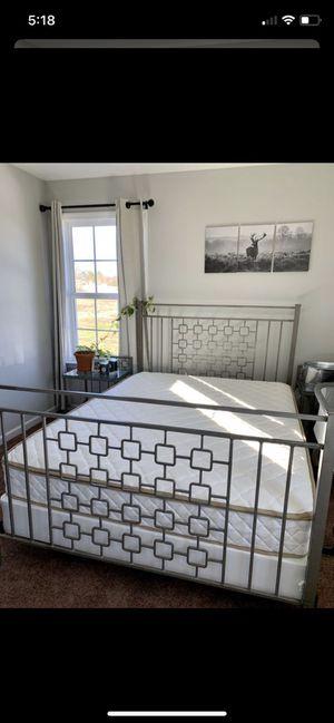Queen Bedroom Set for Sale in Lewisburg, TN
