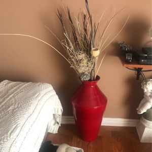 Like New Red Vase for Sale in Los Angeles, CA