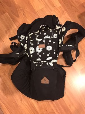 Hipseat baby carrier for Sale in Oakton, VA