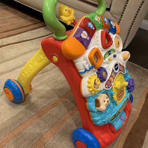 V tech Stroll and Discover Activity Walker for Sale in Lakewood, CA