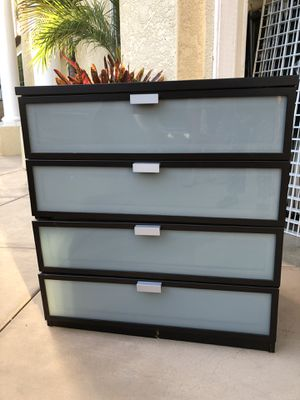 "Dresser height 34"" width 31.5""deep 19.5""comes with top glass for Sale in Carlsbad, CA"