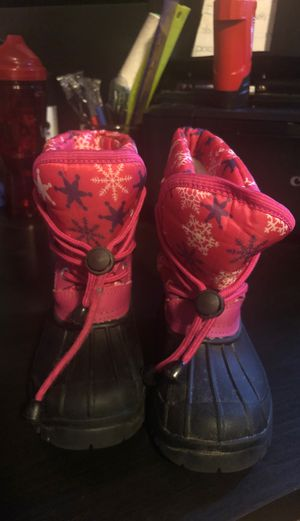 Snow boots size 9 girls for Sale in Palo Alto, CA