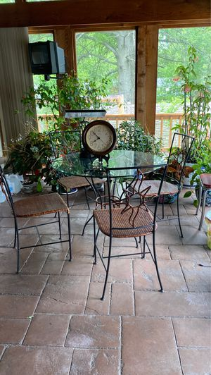 Dining table for Sale in Chesterfield, MO
