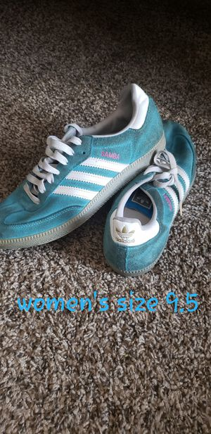 Women's Adidas tennis shoes size 9.5 for Sale in Franklin, TN