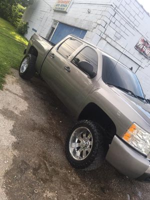 07 Chevy Silverado for Sale in St. Louis, MO