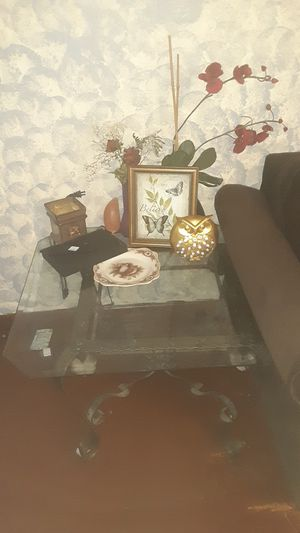 2 end tables and coffee table glass top for Sale in Bartow, FL