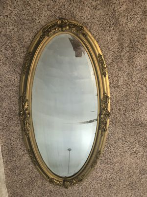 Vintage oval mirror for Sale in Gilbert, AZ