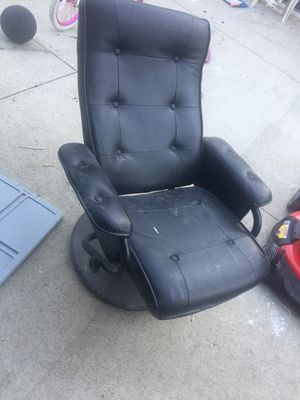 Leather Spinning Adjustable Chair for Sale in Dearborn, MI