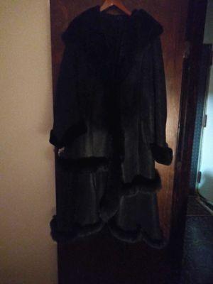 Black sheepskin woman's winter coat. for Sale in Brooklyn, NY