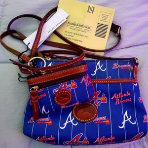 NWT DOONEY AND BOURKE MLB ATL BRAVES CROSSBODY BAG **AND** CHANGE PURSE for Sale in Murfreesboro, TN