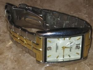 5 piece watch bundle, perfect starter collection for anyone::all just need new batteries for Sale in Las Vegas, NV