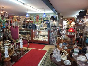 Huge blowout sale tons of antique, collectibles, furniture, lighting, jewerly clothing much more! for Sale in Missouri City, TX