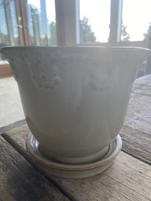Light beige flowered Plant holder with stand for Sale in Kirkland, WA