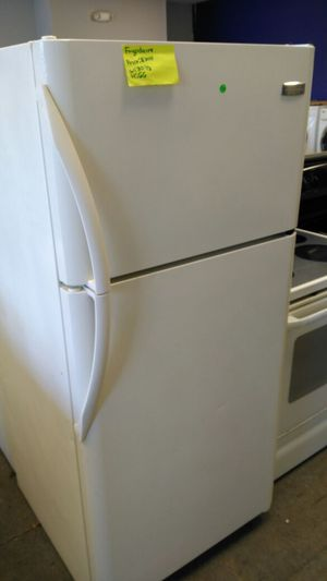 Frigidaire refrigerator (white) for Sale in Cleveland, OH