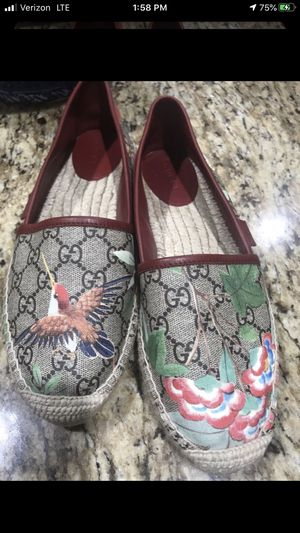 Gucci vintage bird floral shoes never used for Sale in Oak Lawn, IL