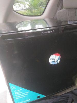 Mini fridge, good condition for Sale in Detroit, MI