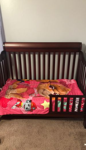 Baby crib, turns into a toddler bed with mattress for Sale in Jurupa Valley, CA