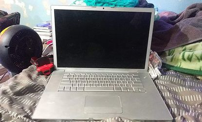 2008 Macbook Pro with dual core Pentium possessor abd 2.4 ghz of ram for Sale in Yakima,  WA