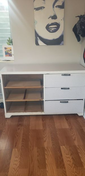 Free retro classic dresser. Real wood, not particle board. All drawers included for Sale in Miami, FL