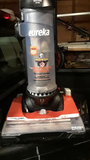 Eureka self cleaning cleans better than dyson for Sale in Lynnwood, WA